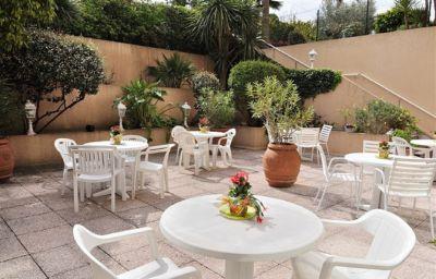 ResidHotel_Villa_Maupassant_Residence_de_Tourisme-Cannes-Terrace-1-254555.jpg