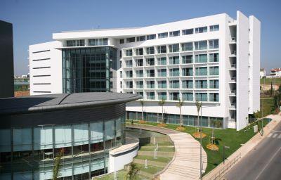 Lagoas_Park-Oeiras-Hotel_outdoor_area-1-254950.jpg