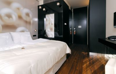 Perla-Prague-Standard_room-1-255038.jpg