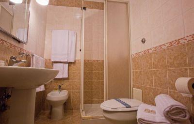 Vergilius_Billia-Naples-Bathroom-2-255127.jpg