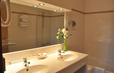 Promotel-Carros-Bathroom-3-351943.jpg