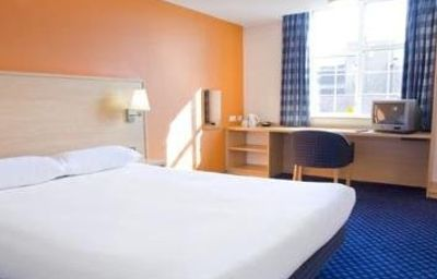 TRAVELODGE_LEATHERHEAD-Leatherhead-Room-1-352883.jpg