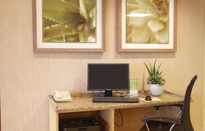 LA_QUINTA_INN_MILWAUKEE_AP_OAK_CREEK-Oak_Creek-Business_centre-364627.jpg