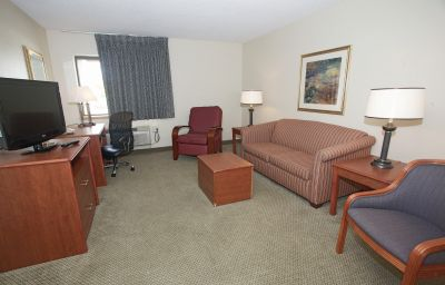 LA_QUINTA_INN_MILWAUKEE_AP_OAK_CREEK-Oak_Creek-Suite-1-364627.jpg