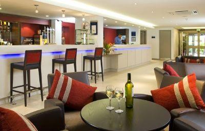 Holiday_Inn_Express_BRISTOL_-_NORTH-Bristol-Hotel_bar-9-365362.jpg