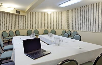 Quality_Hotel_Suites-Sherbrooke-Conference_room-1-371565.jpg