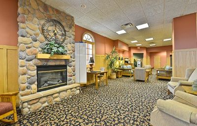 Quality_Inn_Suites_Event_Center-Des_Moines-Hall-7-371598.jpg