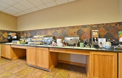 Quality_Inn_Suites_Event_Center-Des_Moines-Restaurant-4-371598.jpg