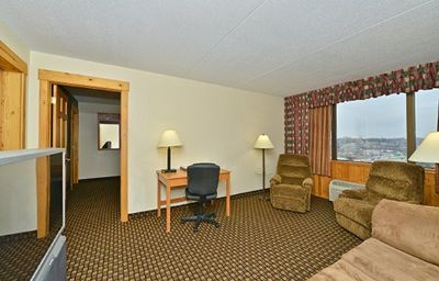 Quality_Inn_Suites_Event_Center-Des_Moines-Suite-7-371598.jpg