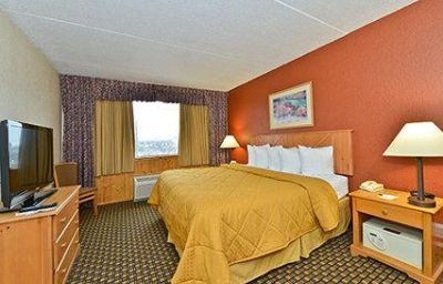 Quality_Inn_Suites_Event_Center-Des_Moines-Room-9-371598.jpg