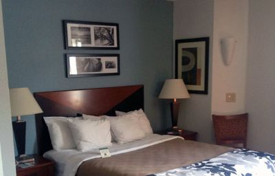 Sleep_Inn_Wilmington-Wilmington-Suite-3-373380.jpg