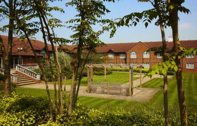 Daventry_Court_-_The_Hotel_Collection-Daventry-Garden-4-374749.jpg