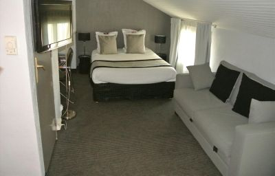 Kyriad_MARSEILLE_CENTRE_-_Paradis_-_Prefecture-Marseille-Four-bed_room-1-375201.jpg