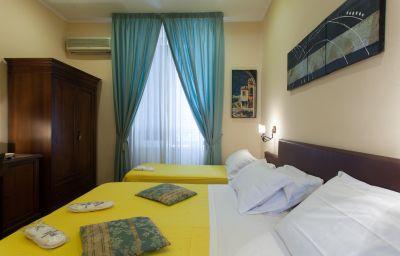 Toledo-Naples-Triple_room-376557.jpg