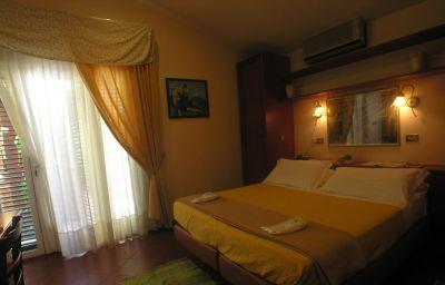 Toledo-Naples-Double_room_standard-1-376557.jpg