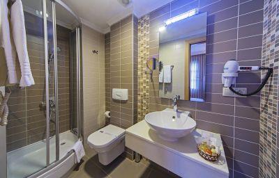 Almina_Hotel-Istanbul-Bathroom-2-378564.jpg