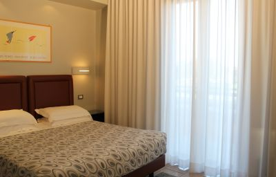 Verona-Verona-Double_room_standard-14-382017.jpg