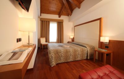 Double room (standard) Mavino