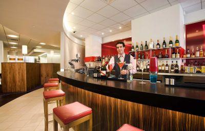 Novotel_Reading_Centre-Reading-Hotel_bar-5-388572.jpg