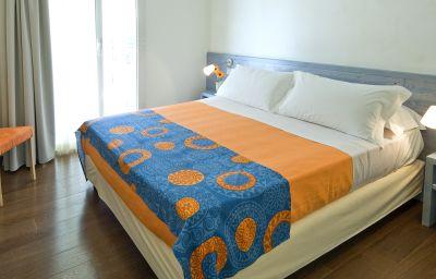 Estense-Bellaria-Four-bed_room-389954.jpg