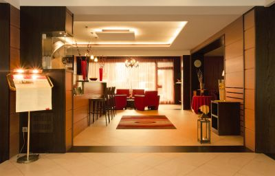 Schlosshof_Resort_Hotel_Camping-Lana-Hall-2-390171.jpg