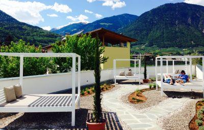 Schlosshof_Resort_Hotel_Camping-Lana-Terrace-6-390171.jpg