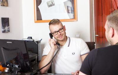 Toms_Gay_Hotel-Berlin-Reception-2-391214.jpg