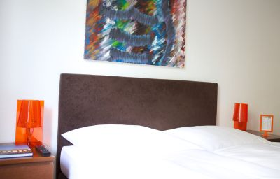 Toms_Gay_Hotel-Berlin-Double_room_standard-6-391214.jpg