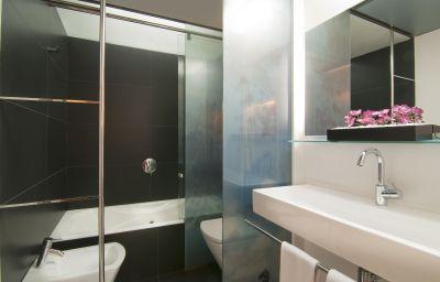Silken_Zentro-Zaragoza-Bathroom-1-391322.jpg