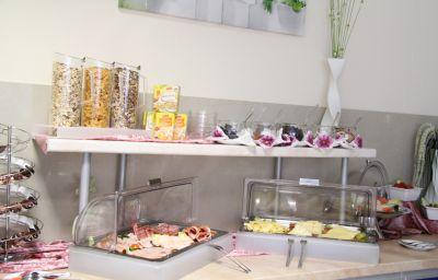 Petit-déjeuner buffet Jfm Hotel