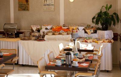 Breakfast buffet Des Alpes