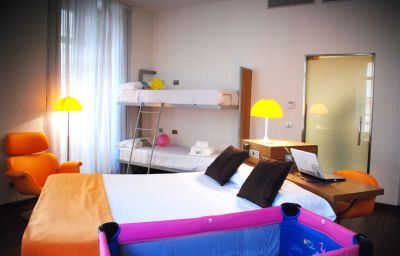 Petit_Palace_Plaza-Malaga-Four-bed_room-1-398384.jpg
