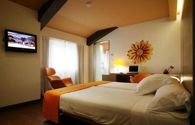 Room Petit Palace Plaza
