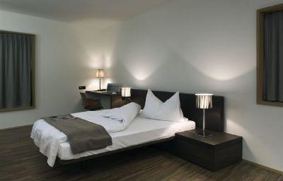 Blue_City-Baden-Room-2-400292.jpg