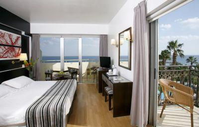Zimmer Lordos Beach