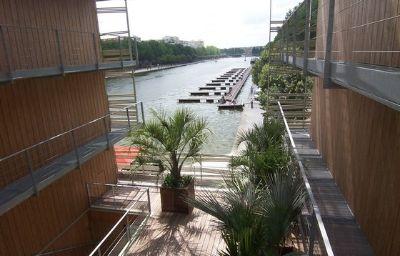 Holiday_Inn_Express_PARIS_-_CANAL_DE_LA_VILLETTE-Paris-Exterior_view-10-401474.jpg