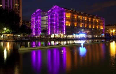 Holiday_Inn_Express_PARIS_-_CANAL_DE_LA_VILLETTE-Paris-Exterior_view-10-401474.jpg