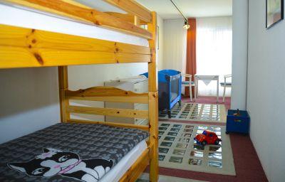 Seehotel_Riviera-Gersau-Family_room-3-402285.jpg
