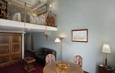 Hilton_Giardini_Naxos-Giardini_Naxos-Suite-3-402360.jpg