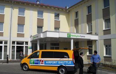 Holiday_Inn_Express_MUNICH_AIRPORT-Oberding-Hall-3-402816.jpg