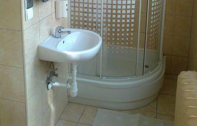 Premium_Hostel-Krakow-Bathroom-2-407464.jpg