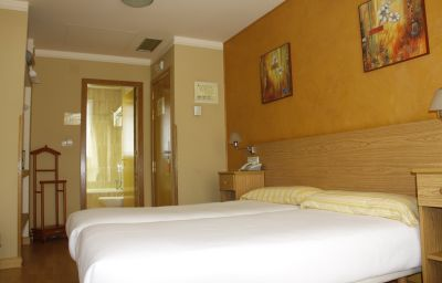 Confort-Oviedo-Double_room_standard-2-412575.jpg