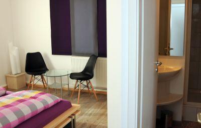 Hacienda-Friedrichshafen-Double_room_standard-6-412631.jpg