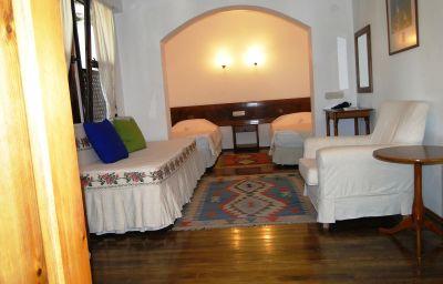 Villa_Konak_Hotel-Kusadasi-Triple_room-412957.jpg