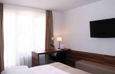 Vi_Vadi-Munich-Single_room_superior-1-413905.jpg