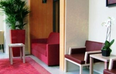 Residhome_Paris_Bois_Colombes_Apparthotel-Bois-Colombes-Hall-2-419857.jpg