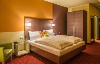 Stadthotel_Hotel_Garni-Schaerding-Double_room_standard-1-419993.jpg