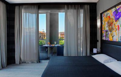 Room Twentyone Hotel