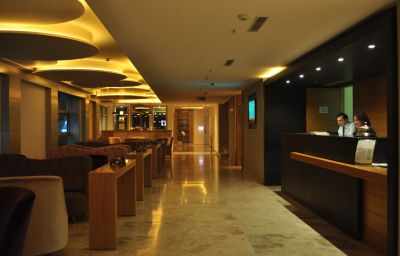 Wes_Hotel-Izmit-Reception-421740.jpg