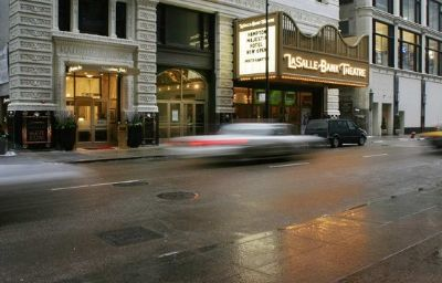 Hampton_Inn_Majestic_Chicago_Theatre_District-Chicago-Exterior_view-8-423068.jpg